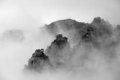 Foto preto e branco da montanha nevoenta de Demerdzhi Foto de Stock