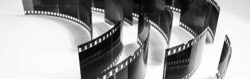 Foto preto e branco de negativos velhos em um fundo branco Foto de Stock