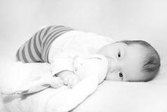 Foto preto e branco do bebê pequeno Foto de Stock Royalty Free