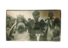 Foto preto e branco do vintage - da história social acima vestida crianças fotografia de stock royalty free