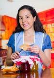 Foto que promueve agradable de los diversos sabores del atasco y de la tostada deliciosa fresca Imagen de archivo libre de regalías