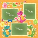 Foto-Rahmen für Kinder mit Dinosauriern Dekorative Schablone für Baby, Familie oder Gedächtnisse Einklebebuch-Vektor-Illustration Lizenzfreie Stockbilder