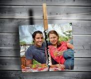 A foto rasgada dos pares pendurou com um Peg fotos de stock royalty free