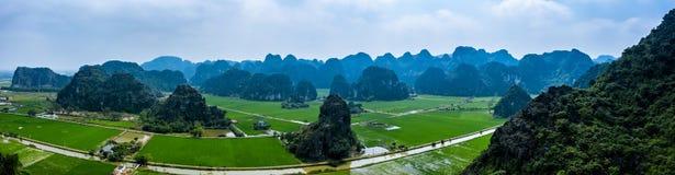 Foto a?rea del abej?n - monta?as y campos del arroz de Vietnam septentrional imagenes de archivo