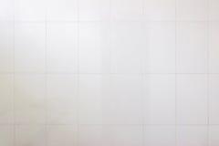 Foto reale di alta risoluzione della parete grigia delle mattonelle Carta da parati bianca Fotografia Stock