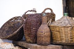 Foto retra de las botellas de vino viejas Imágenes de archivo libres de regalías