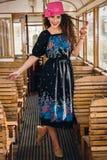Foto retro da menina de sorriso bonito em uma posição do trem de vagão Fotos de Stock Royalty Free