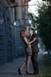 Foto romántica de un par de abrazo Imágenes de archivo libres de regalías