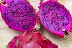 Foto rosa di macro del taglio del dragonfruit Fotografia Stock Libera da Diritti