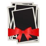 Foto's die door een rood lint zijn verbonden Royalty-vrije Stock Foto's