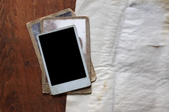 Foto's en document op houten achtergrond stock fotografie