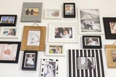 Foto's van de familie in diverse fotokaders Stock Afbeeldingen