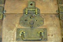 Foto simple de la aún-vida de la cerradura del tonelero para la maleta rara del equipaje Fotografía de archivo libre de regalías