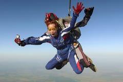 foto som skydiving tandemcykel royaltyfria bilder
