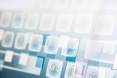 Foto som tas från perspektiv av en tangentbordillustration Arkivbild