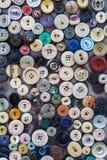 Foto sopra molti bottoni multicolori Immagini Stock Libere da Diritti