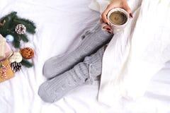 Foto suave de la mujer en la cama Fotos de archivo