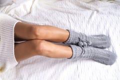 Foto suave de la mujer en la cama Fotos de archivo libres de regalías