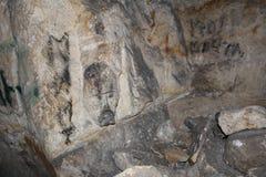 Foto subterráneo, mina creada artificial para la extracción de piedra y creada por naturaleza foto de archivo