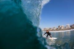 Foto surfando da água do surfista da ação Fotografia de Stock