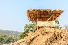 Foto van bamboehut op de hoop Royalty-vrije Stock Foto's