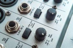 Foto van de analoge audiomixer stock foto