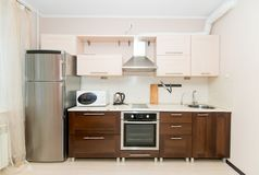 Foto van de lichte keukenruimte stock foto
