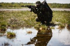 Foto van de mens met kanon stock afbeeldingen