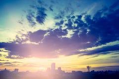 Foto van de stadsbouw bij zonsondergang, Hoedenyai, Songkla, Thailand Stock Foto