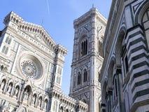 Foto van Duomo Di Firenze op een zonnige ochtend wordt genomen die Stock Foto