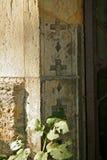 Foto van een fragment van decoratie van het gebouw met elementen van Christelijke symboliek royalty-vrije stock fotografie
