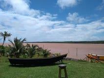Foto van een kano op droog land stock afbeeldingen