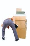 Foto van een mens die over de dozen wordt gebogen Stock Afbeelding