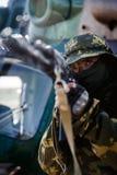 Foto van een militair met een automatisch geweer royalty-vrije stock fotografie