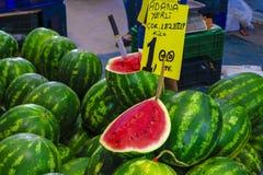 Foto van een Watermeloen op verkoop in een bazaar in Izmir, Turkije Royalty-vrije Stock Foto
