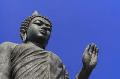 Foto van het standbeeld van Boedha in Boedha Monthon, Nokonprothom, Thailand op de duidelijke hemeldag Royalty-vrije Stock Foto