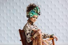 Foto van meisje met heldere samenstelling en toebehoren royalty-vrije stock afbeelding