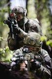 Foto van militairen op verkenning Stock Afbeelding