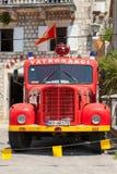 Foto van oude rode brandbestrijdersvrachtwagen Stock Fotografie