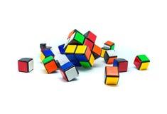 Foto van vele kleine die kubussen op witte achtergrond worden geïsoleerd Royalty-vrije Stock Fotografie