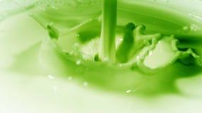 Foto van vloeistof over de consistentie van de melk in groene kleur royalty-vrije stock foto