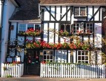 Foto van Vriendenrestaurant in Pinner High Street, Pinner Middlesex het UK Het restaurant wordt gevestigd in de historische bouw  royalty-vrije stock afbeelding