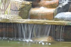 Foto van waterbeweging met langzame snelheidsschutter stock afbeeldingen