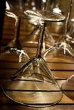 Foto vid exponeringsglaset för martini på stången Fotografering för Bildbyråer