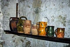 Foto vieja con el interior casero tradicional rumano Imagen de archivo libre de regalías