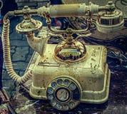 Foto vieja con el teléfono viejo en la cubierta de mármol Foto de archivo libre de regalías