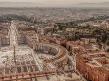 Foto vieja con la visión aérea sobre San Pedro y x27; cuadrado de s en el Vatica imágenes de archivo libres de regalías