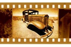 Foto vieja del marco de 35m m con el coche de Ford Foto de archivo
