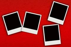 Foto vier auf rotem handgemachtem Maulbeerpapier Lizenzfreie Stockbilder
