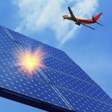 Foto-voltaisch und Flugzeuge Stockfotos